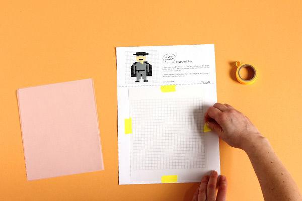 Anleitung: Karton-Laterne basteln mit coolen Pixel-Helden für Kinder