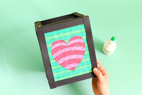 Anleitung: Karton-Laterne mit Op-Art 3D Motiven basteln