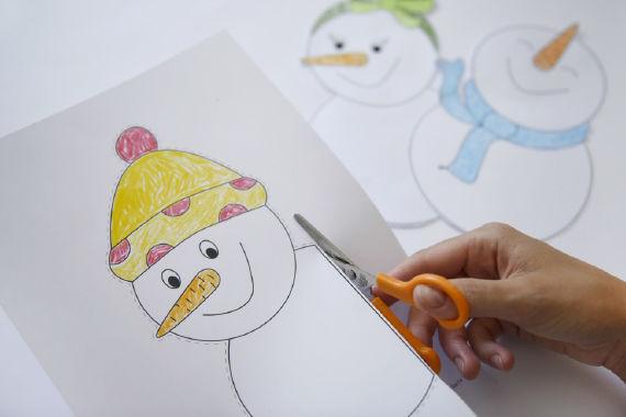 Schneemann-Fensterbilder basteln mit Kindern