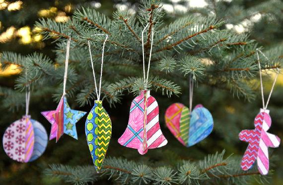 Poppigen Weihnachtsbaumschmuck basteln mit Kindern