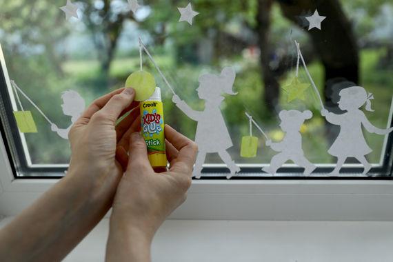 Anleitung: Laternenumzug Fensterbild