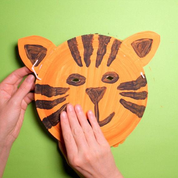Tiermasken für Kinder aus Papptellern basteln