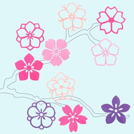 Japanische Kirschblüten aus Papier blühen an gemalten Ästen