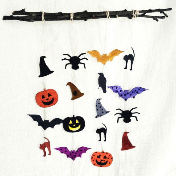 Halloween-Deko: Papierketten basteln mit Halloween-Motiven zum Ausschneiden