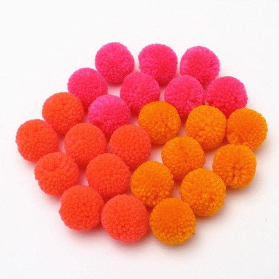 24 Pompons in 3 Neonfarben zum Basteln und Gestalten