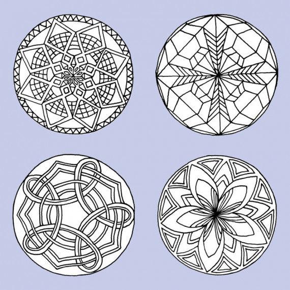 Die Symbolik von Mandalas umfasst konzentrisch angeordnete Muster und Kreisläufe um ein Zentrum.