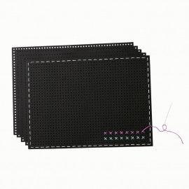 Schwarzer Stickkarton für erste Stickereien