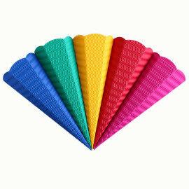 Kleine Schultüten aus Wellpappe in tollen Farben