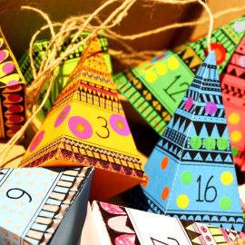 Adventskalender mit 24 gemusterten Pyramiden