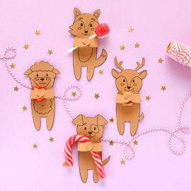Süße Geschenk-Tiere halten kleine Süßigkeiten und Überraschungen