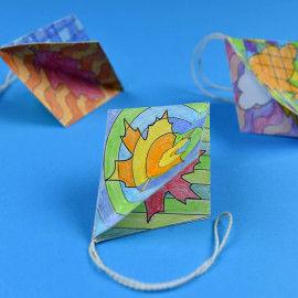 Detail vom Herbstschmuck zum Ausmalen und Aufhängen mit poppigen Mustern.