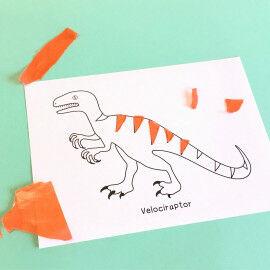 Dino mit Schnipseln aus Transparentpapier bekleben