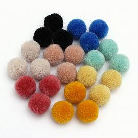 24 Pompons in 8 Farben zum Basteln und Gestalten