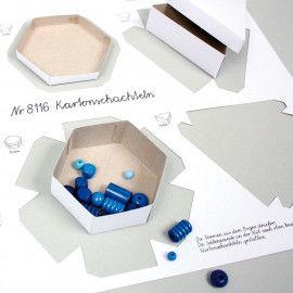 Die stabilen, vorgestanzten Kartonschachteln gibt es in 3 verschiedenen Formen