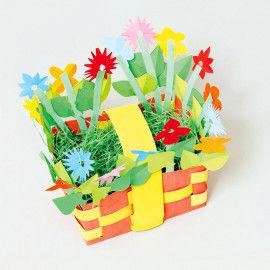 Bunter Flechtkorb mit Schnibbelblümchen beklebt für Frühling und Ostern