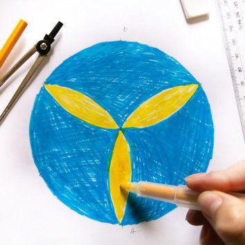 Mathekunst mit Zirkel + Lineal - Ausgemalt