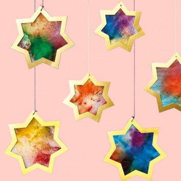 Weihnachtliche Goldsterne zum Aufhängen