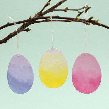 Blanko-Eier mit Pastellfarben bemalt