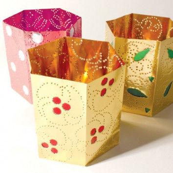 Wunderschöne asiatisch-orientalisch anmutende Muster schmücken die Goldlichter