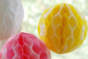Wabenbälle aus Seidenpapier